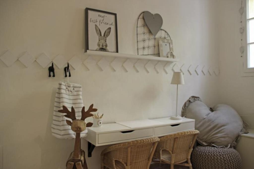 A vendre belle villa avec vue mer située au calme sur les hauteurs des Issambres, cette villa de style ...