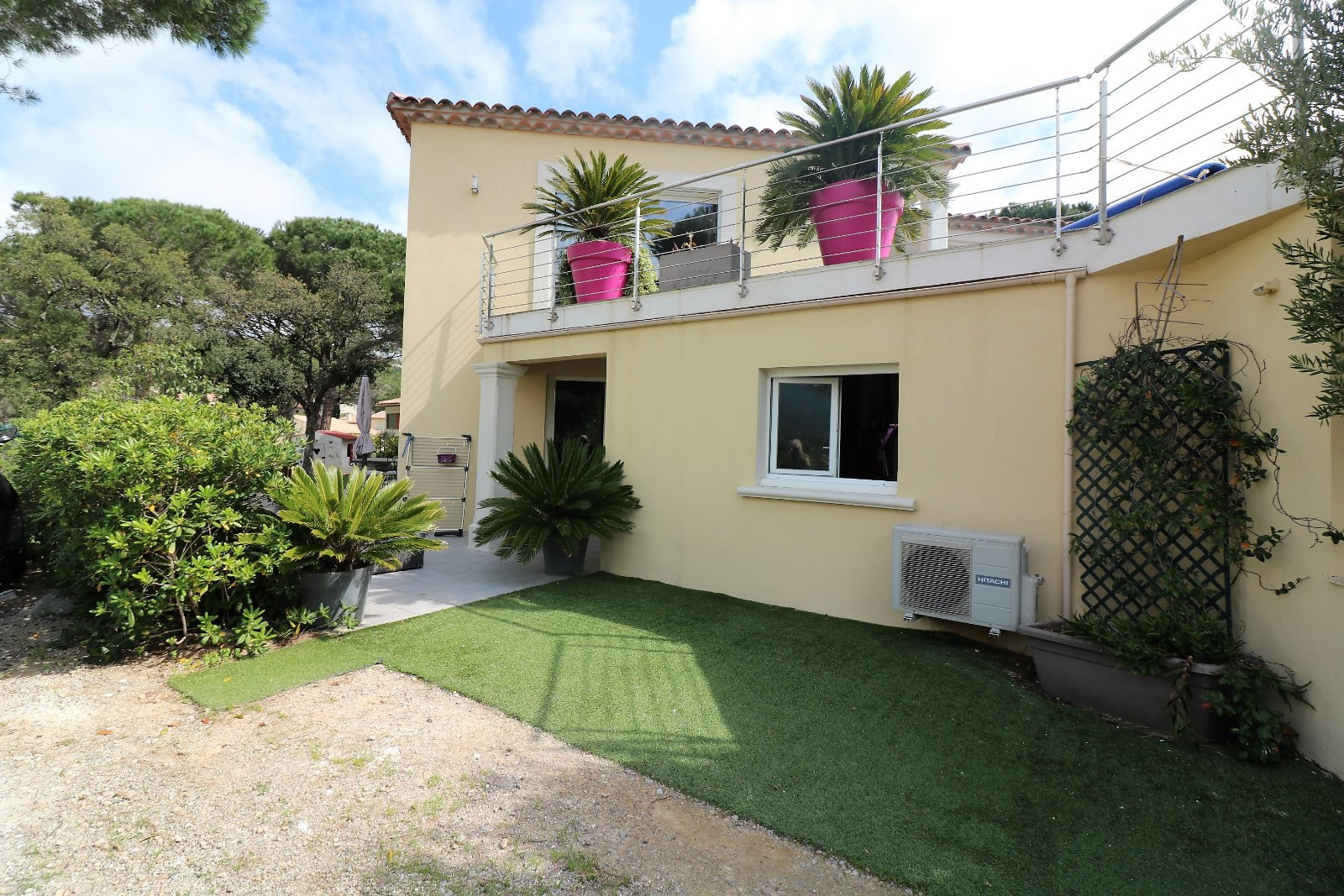 Modern and recently build villa for sale in Sainte Maxime close to amenities