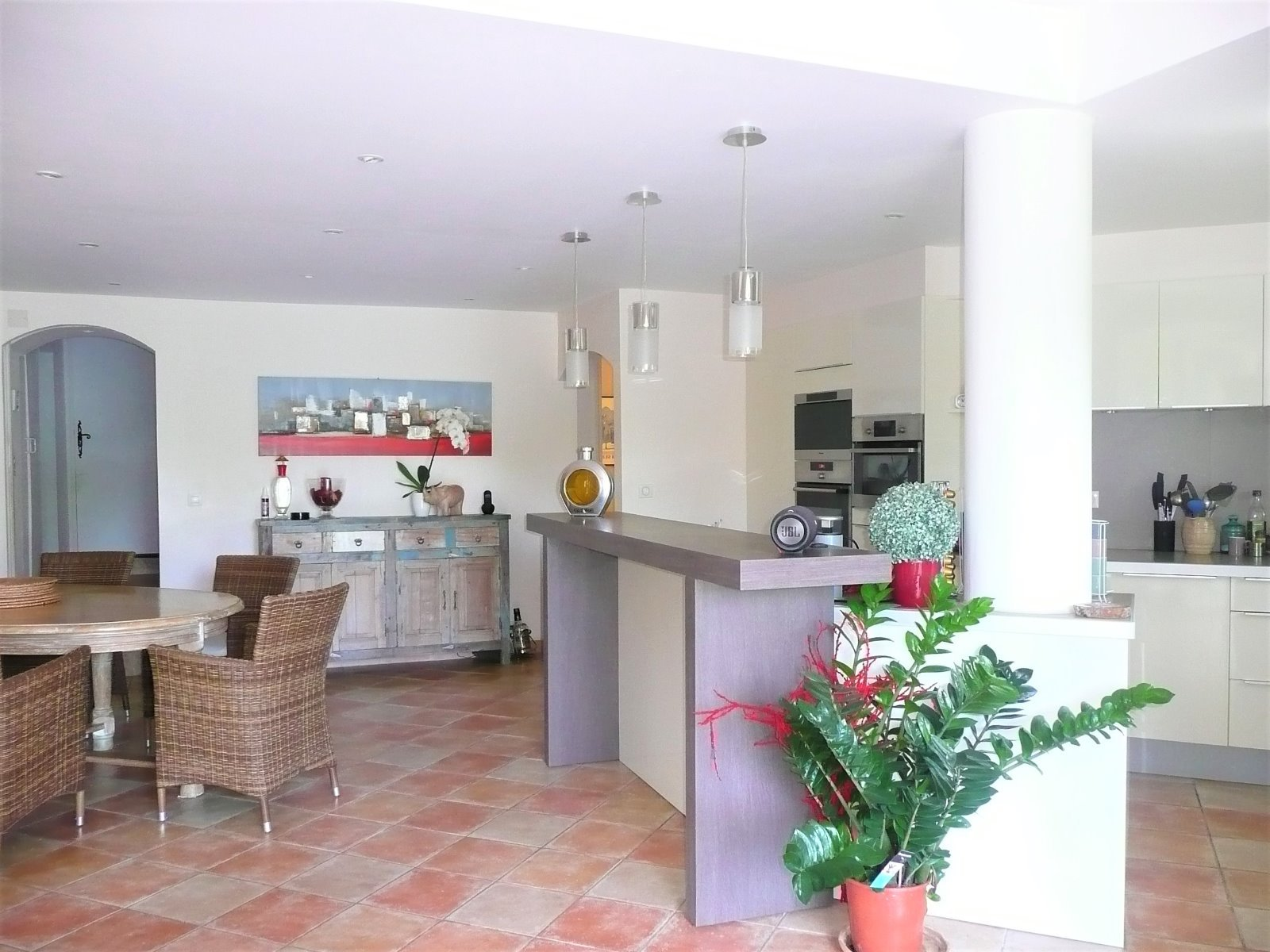 Charming villa with sea view for sale in Sainte Maxime, close to the beach