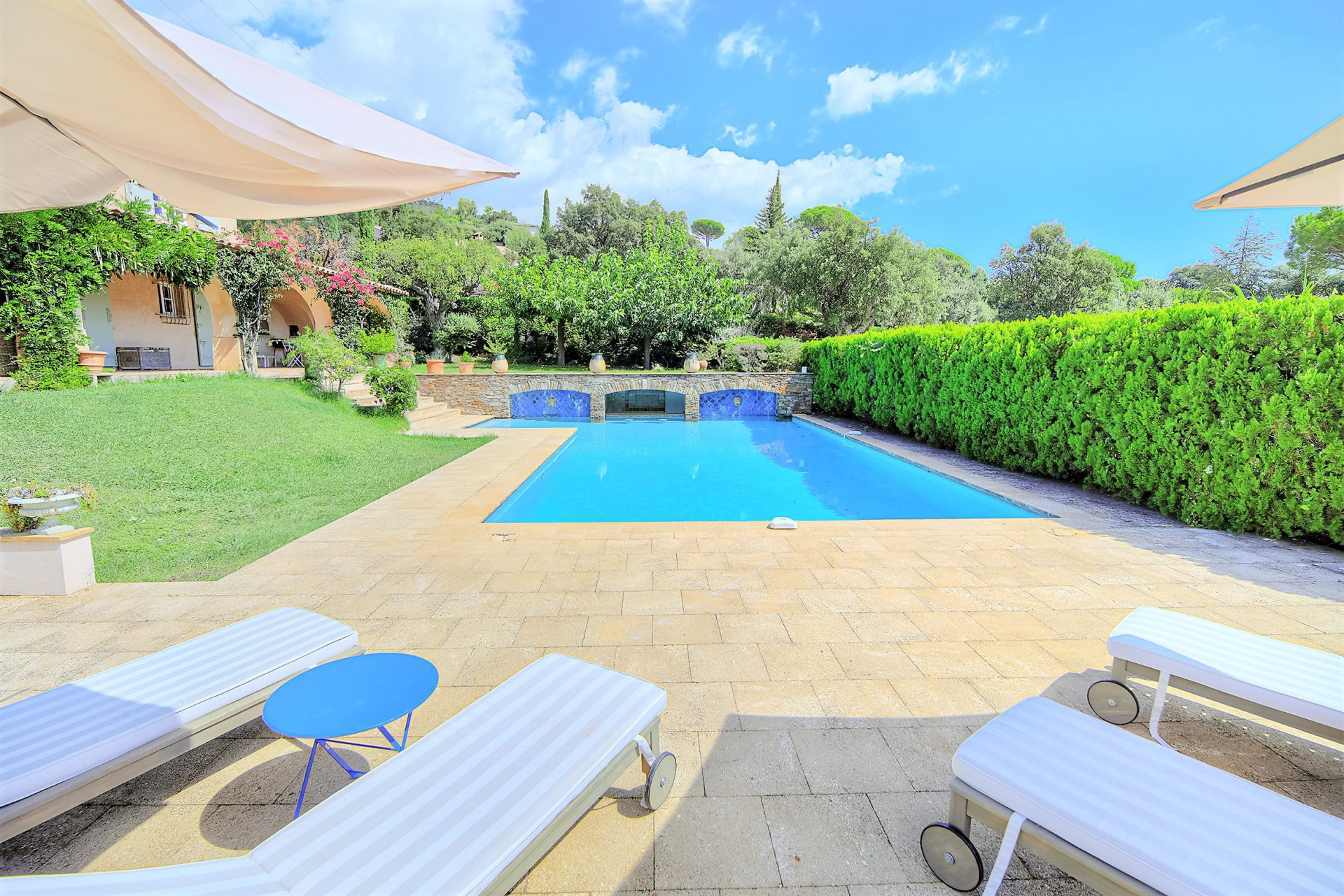 SpaciousProvensal villa for sale in Grimaud, sea view and swimming pool
