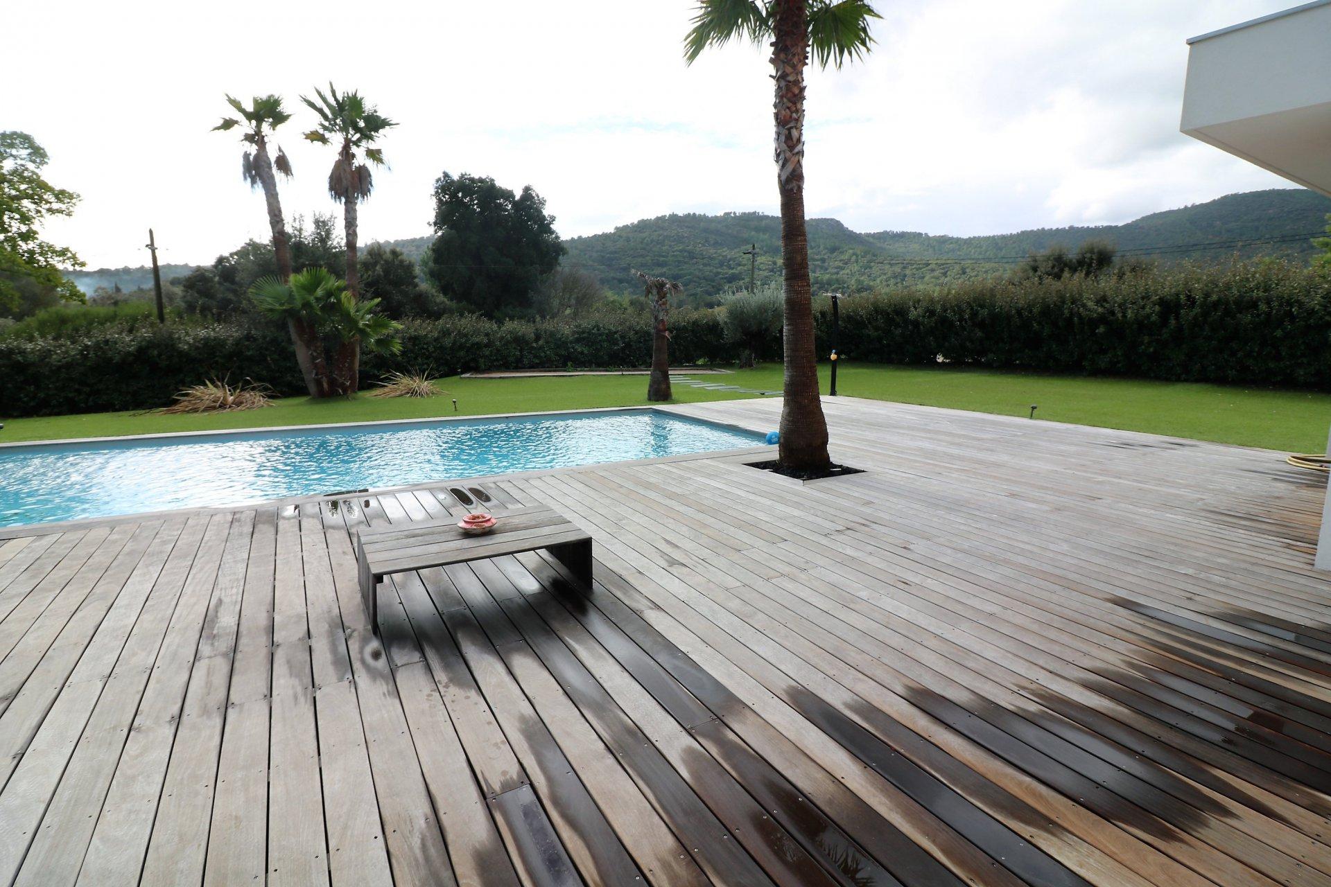 For sale modern villa in Plan de la Tour near village