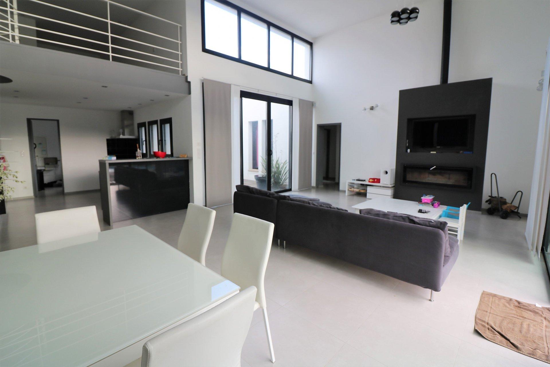 A vendre villa contemporaine à Plan de la Tour proche village