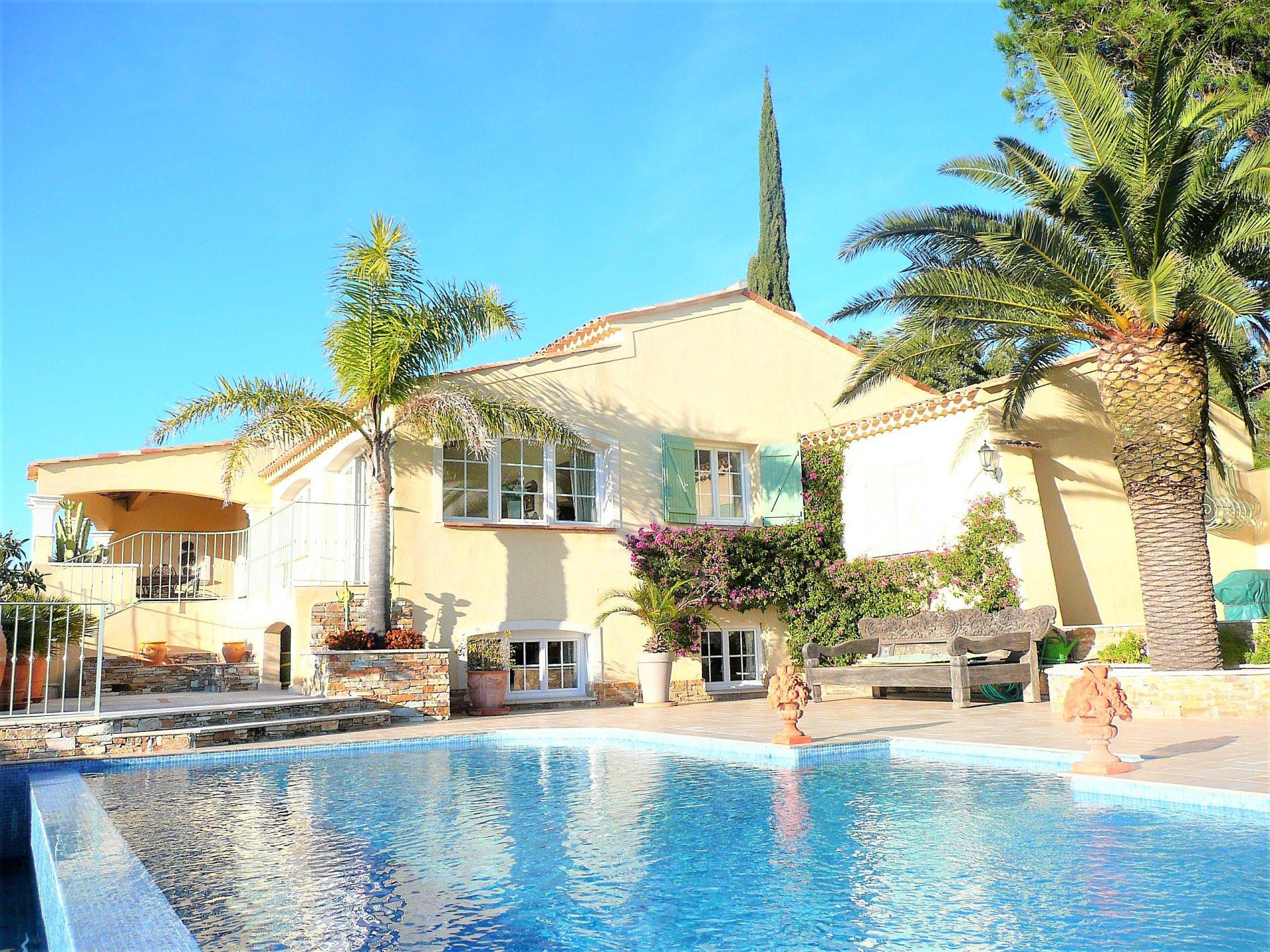 Villa te koop Les Issambres, panoramisch zeezicht, in uitstekende staat