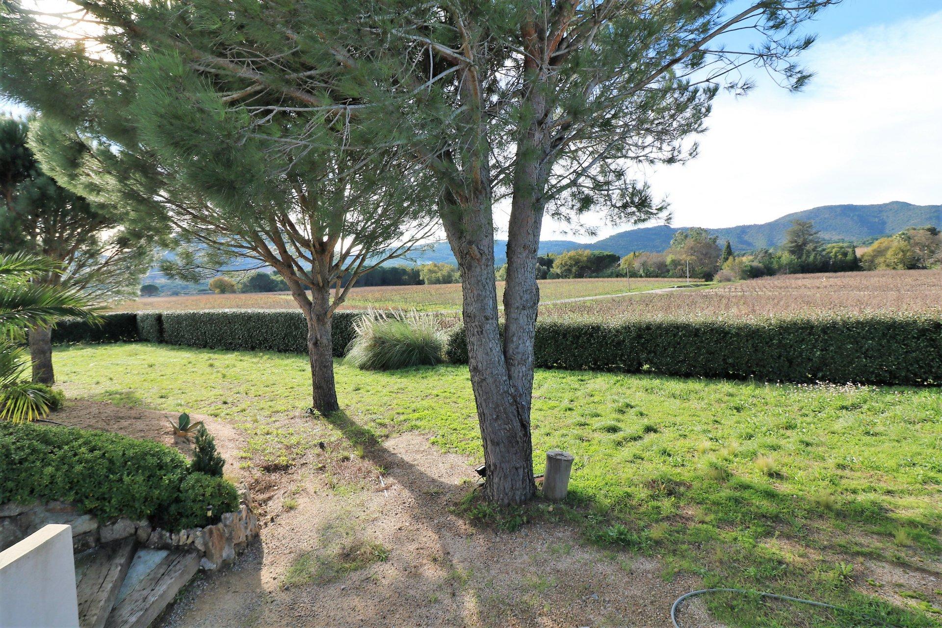 For sale in Plan de la Tour modern villa in the vineyards, close to the center.