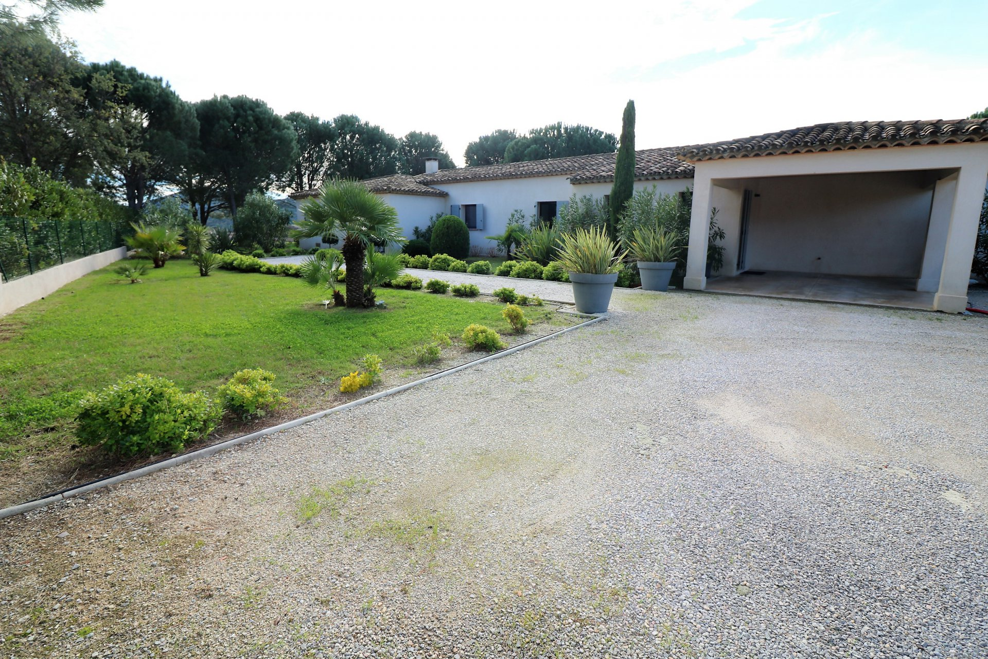 For sale in Plan de la Tour modern villa in the vineyards, close to the center.