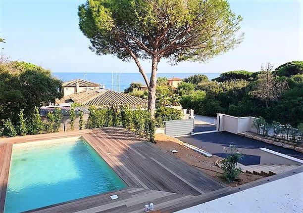 Gerenoveerde villa te koop in Sainte Maxime, prachtig uitzicht op zee, vlakbij strand