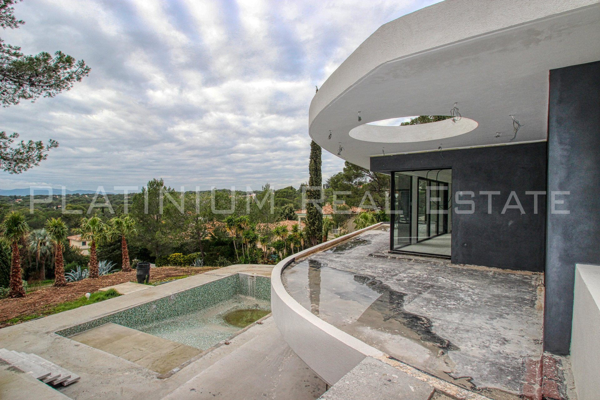 "SAINT RAPHAEL ""New House"" - Villa 350m² + Loft 50m² 