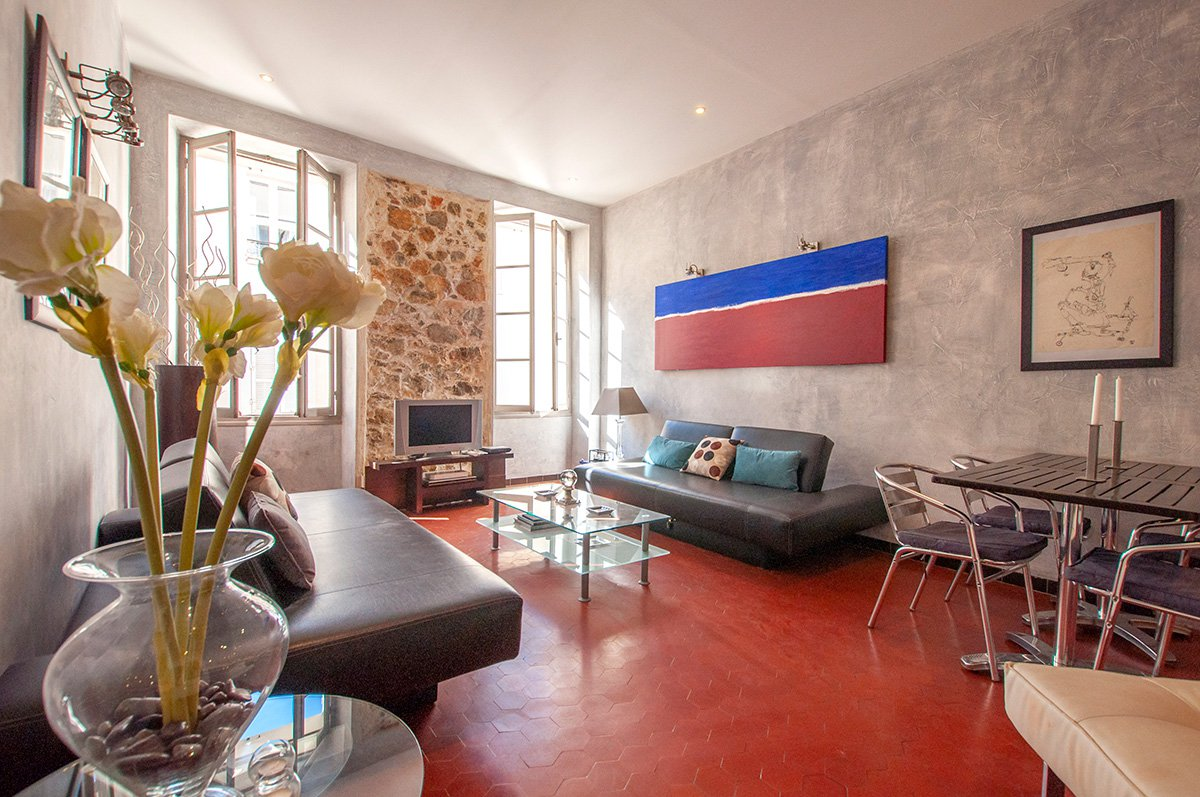 3 Bed Renovated Apartment in the Centre of Cannes