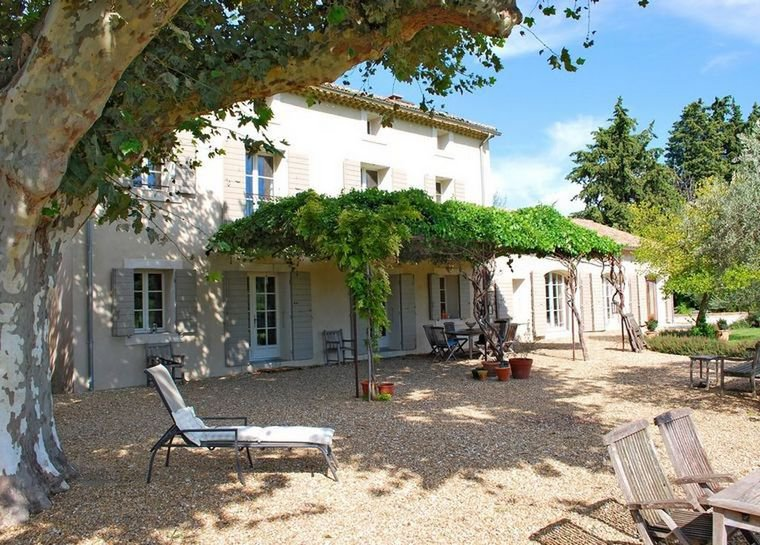 PROVENCAL MAS IN COUNTRYSIDE WITH SWIMMING POOL