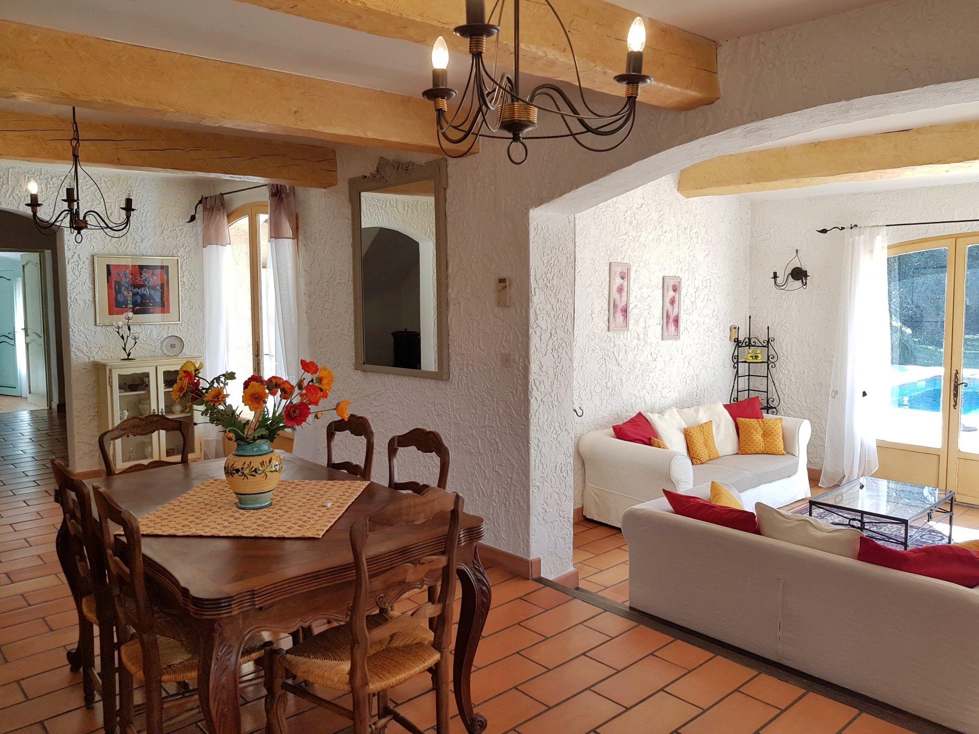 Provençaalse Villa gelegen in mooie rustige omgeving.
