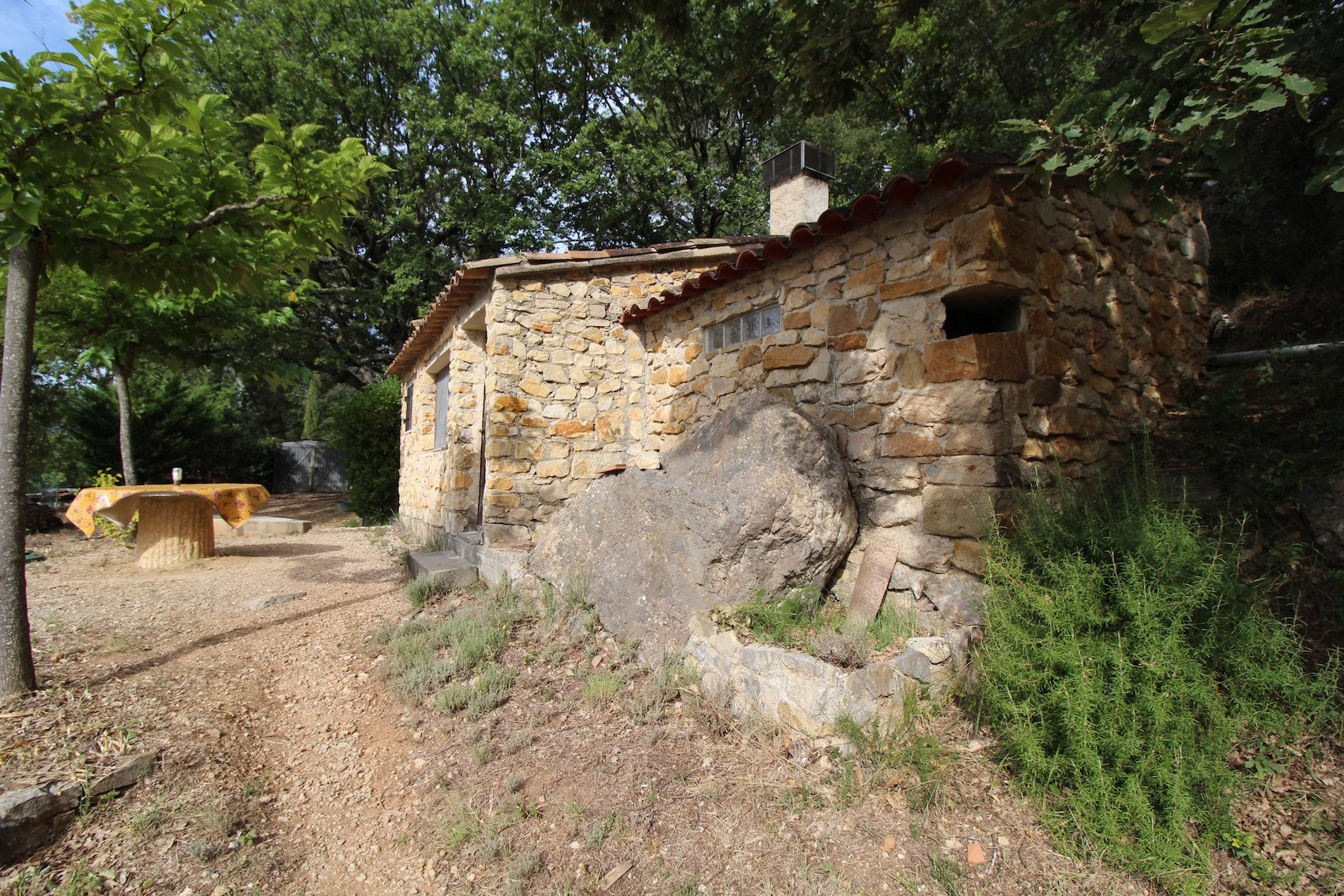 Brignoles, lovely cabanon in stones