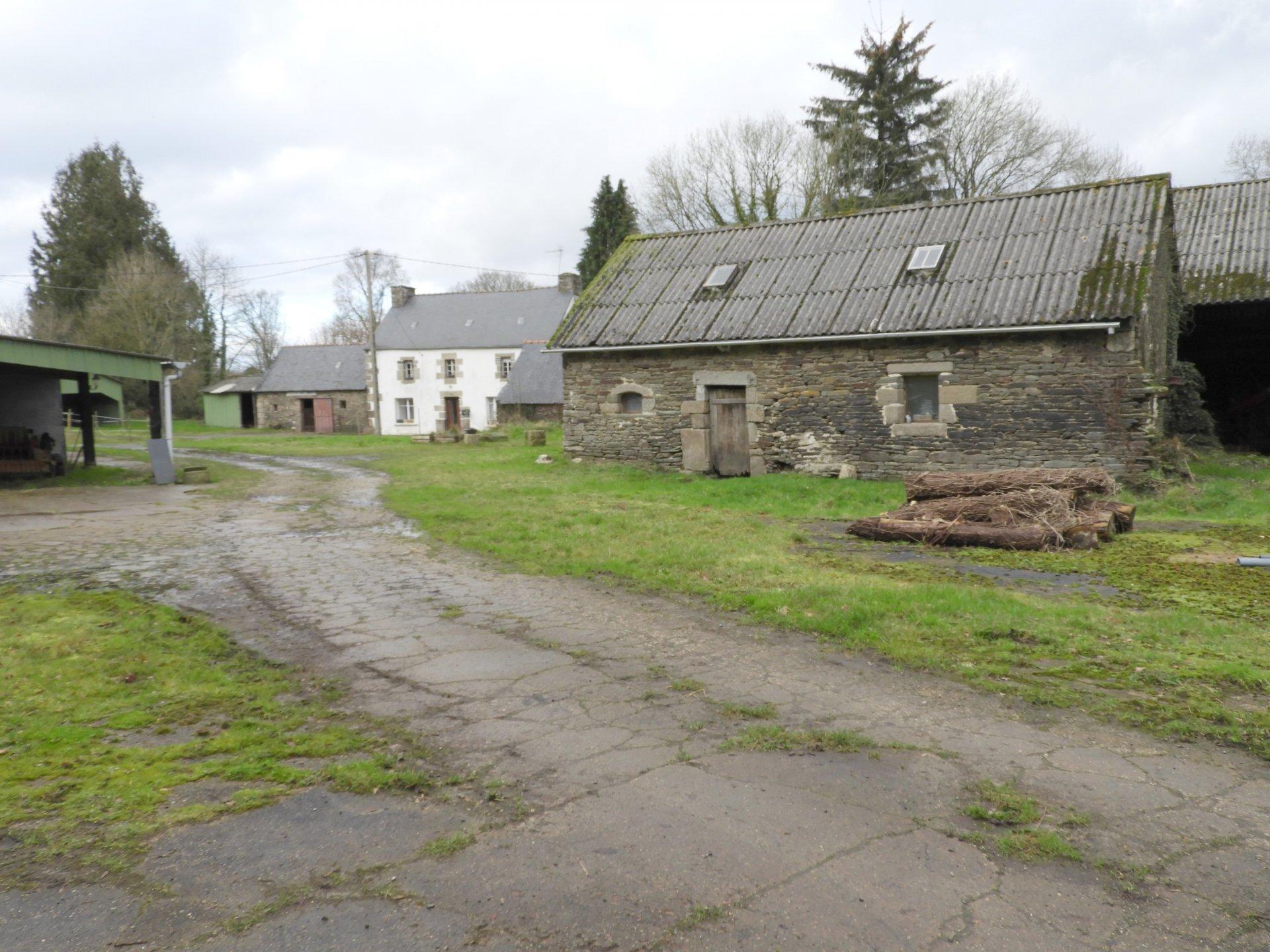 Ancien corps de ferme!! Sur plus de 6,5 ha...