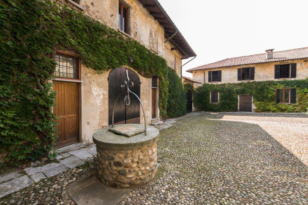 Prestigious property for sale near Varese - well