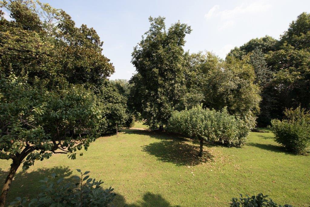 Prestigious property for sale near Varese - park