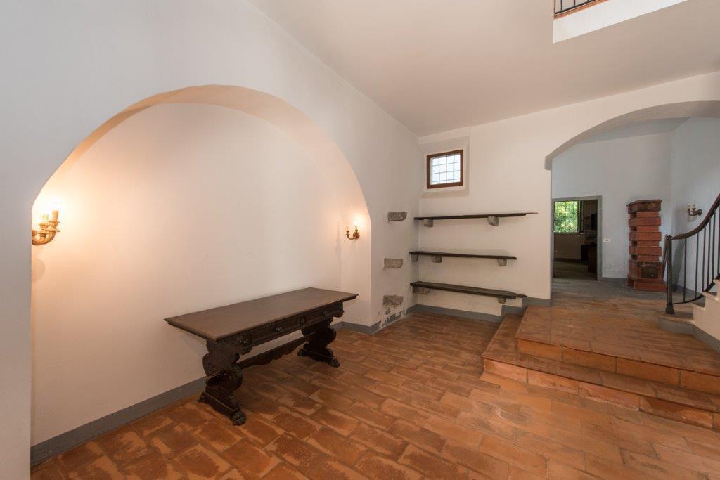 Престижная недвижимость для продажи недалеко от Варезе