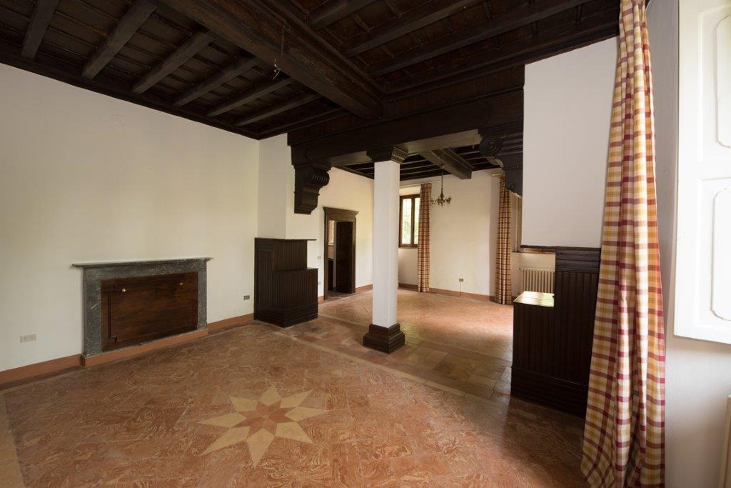 Prestigious property for sale near Varese - chamber