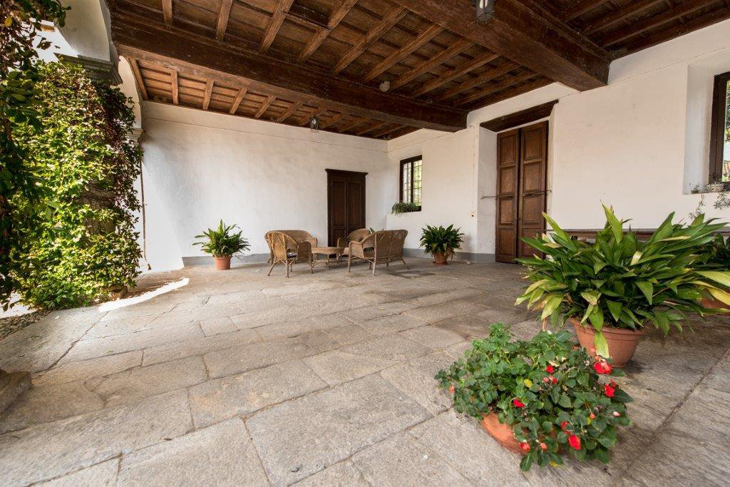 Prestigious property for sale near Varese - exposed beams