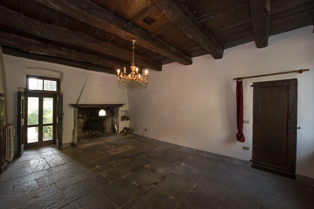 Prestigious property for sale near Varese - room with fireplace