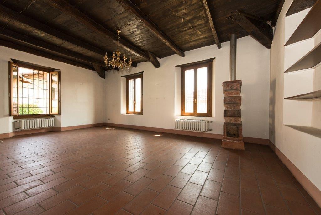 Prestigious property for sale near Varese - bright room