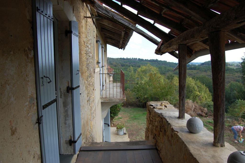 DORDOGNE - In gehucht, zeer oude woning om te renoveren