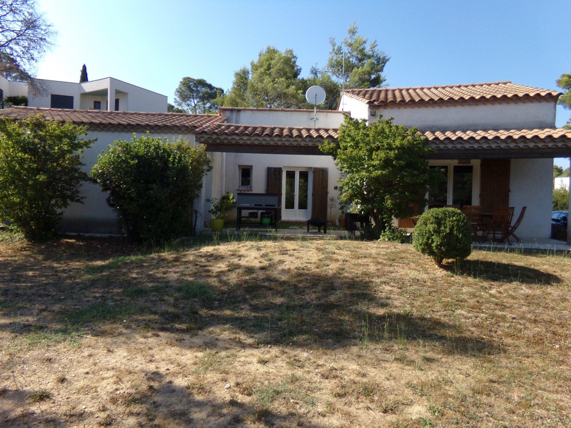 Jolie maison de plain-pied jardin et garage
