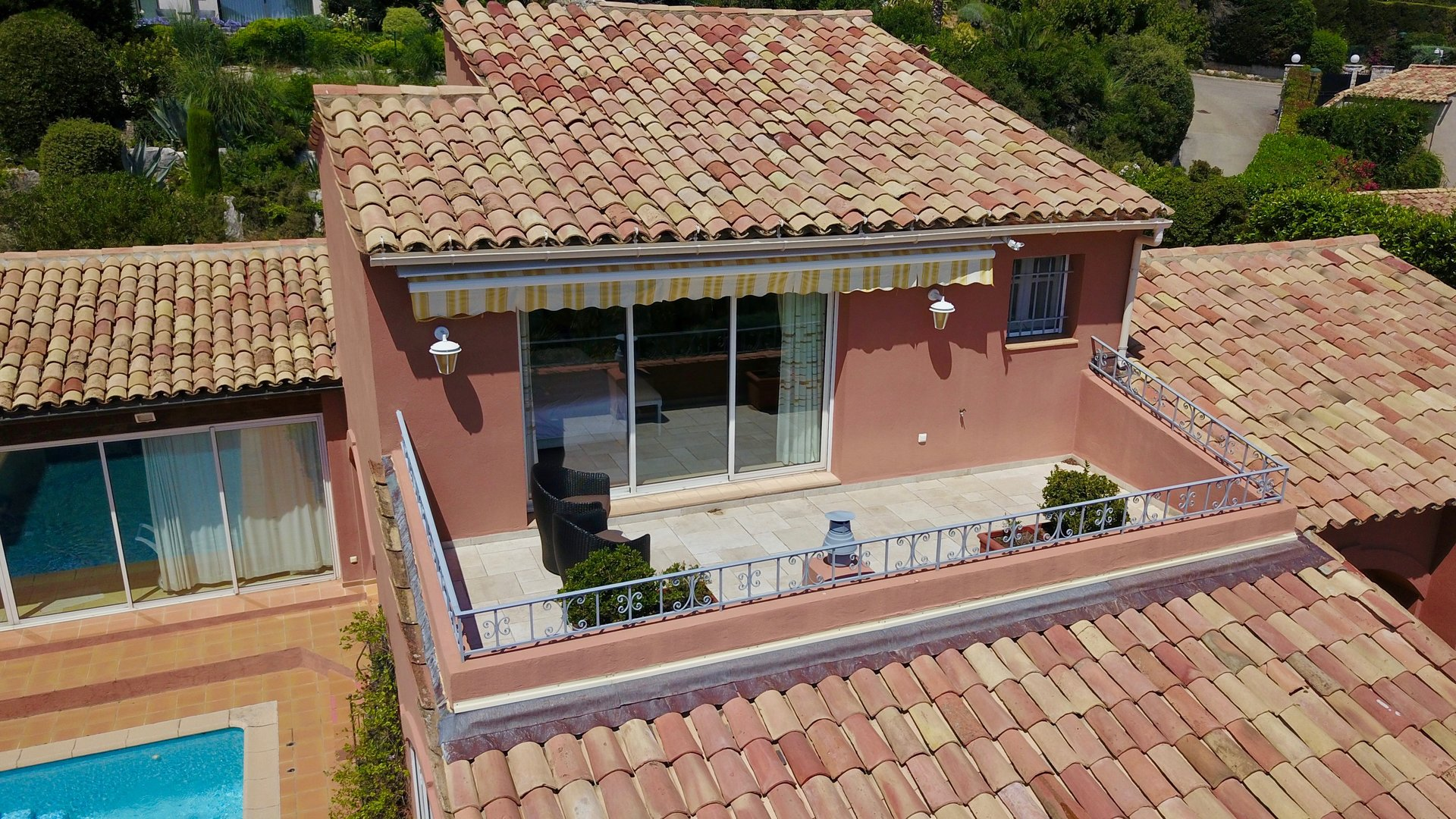villa in a private estate with sea view
