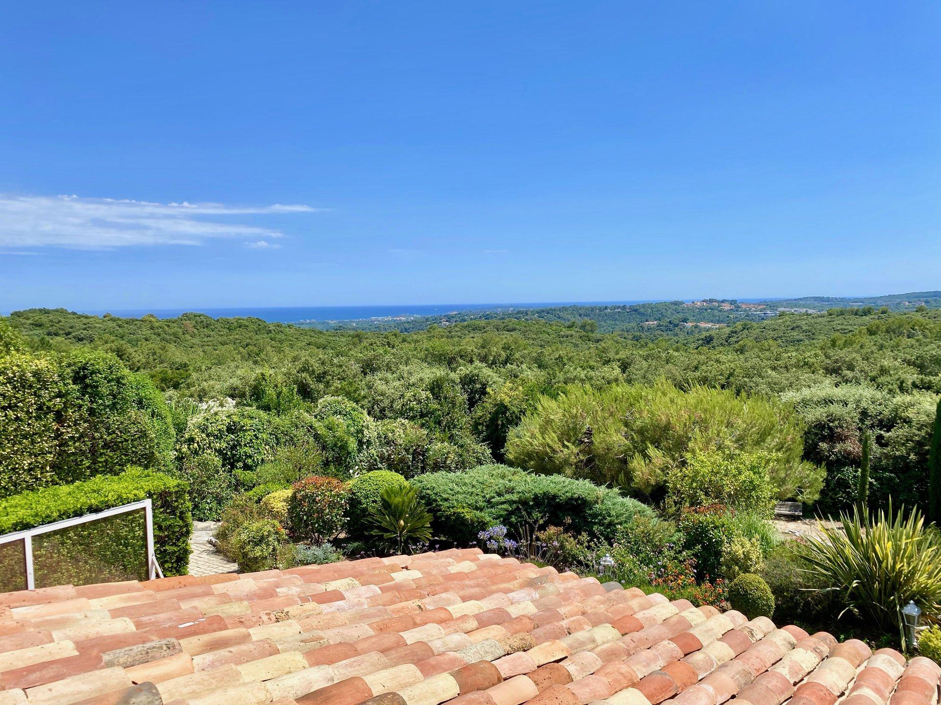 Ravissante villa dans domaine gardé avec vue mer