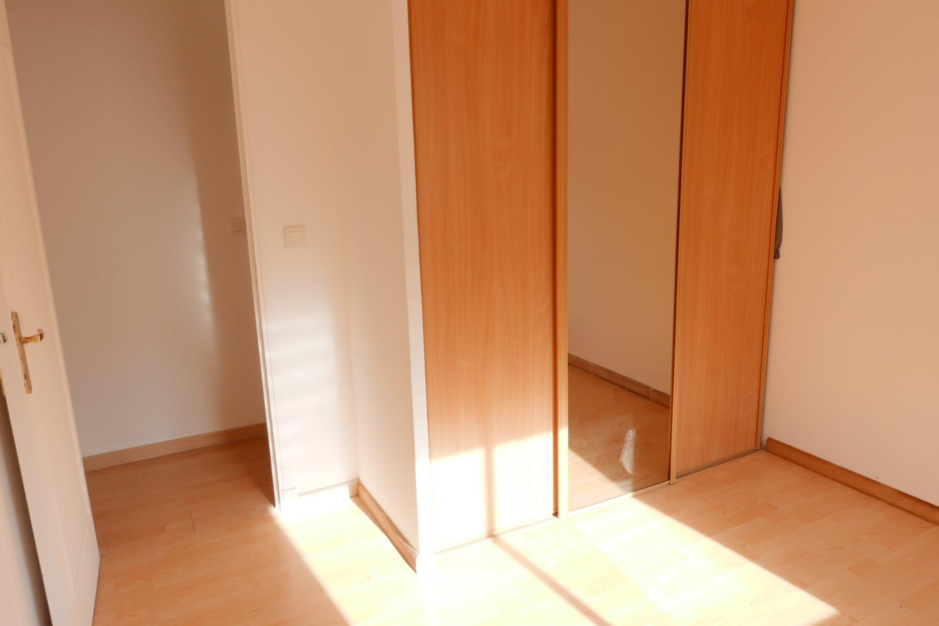 Nice Bas Pessicart : 2 Pieces lumineux 46 m²
