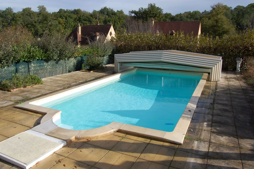 DORDOGNE - Moderne woning met souterrain op 1022 m2 met zwembad