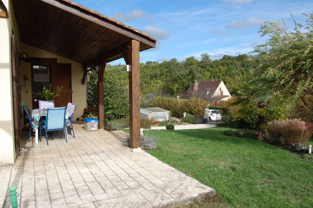 DORDOGNE - House on basement on 1022 m2 with pool