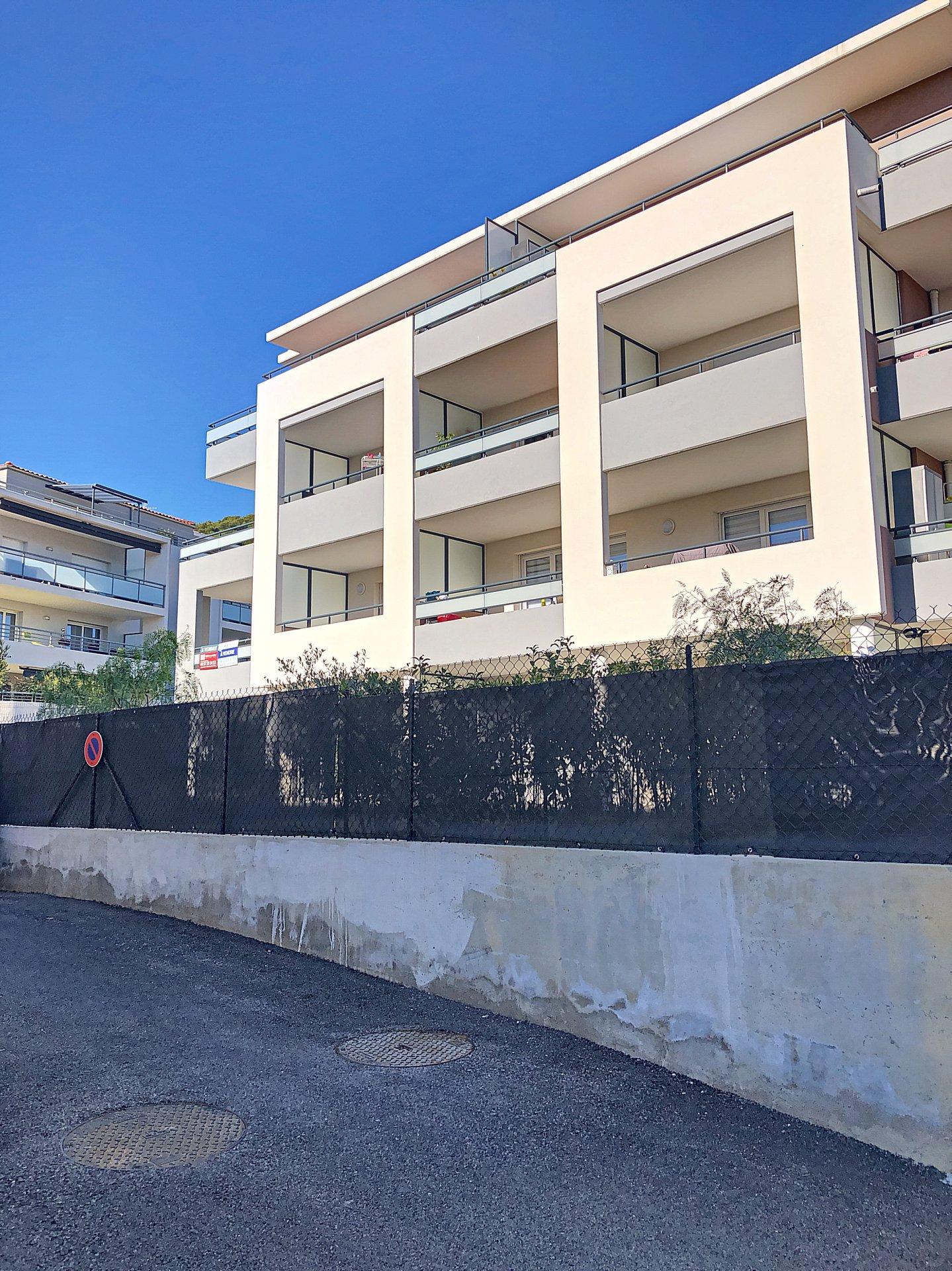 Saint Laurent du Var (06700) - appartement 2 pièces - terrasse