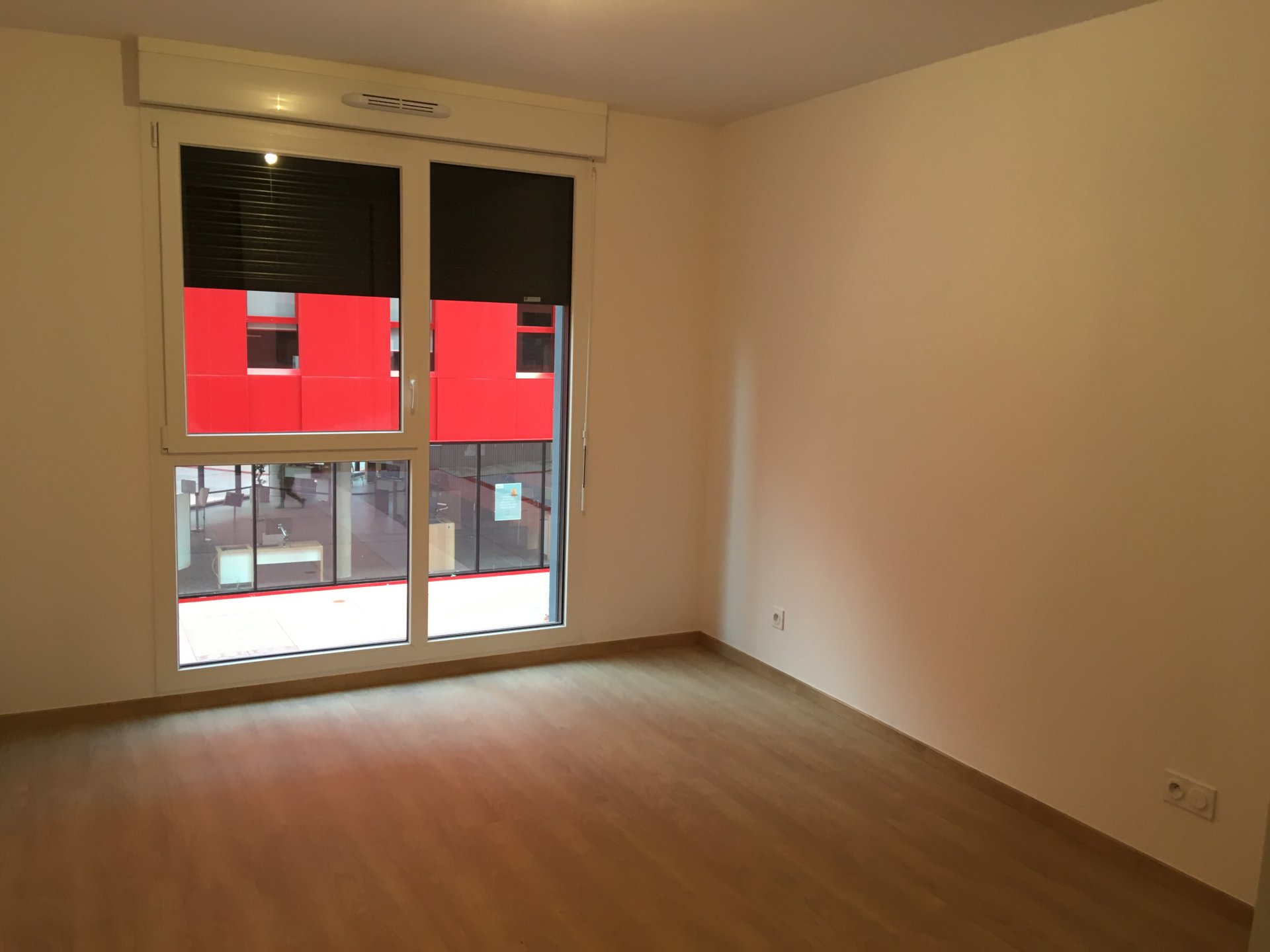 SAINT-ETIENNE - T3 NEUF avec cuisine équipée + place de parking