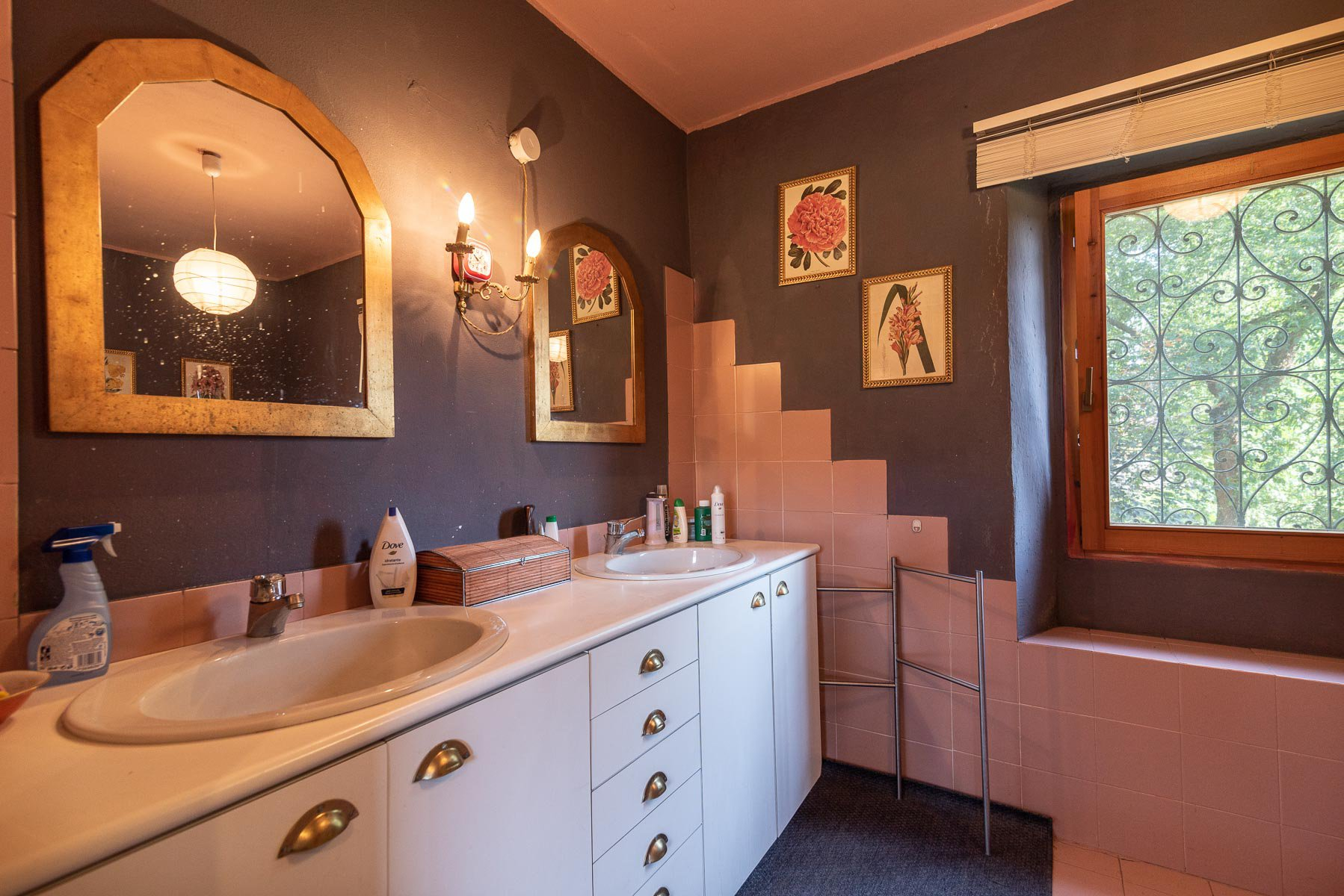 Trait house of land for sale in Paruzzaro- bathroom