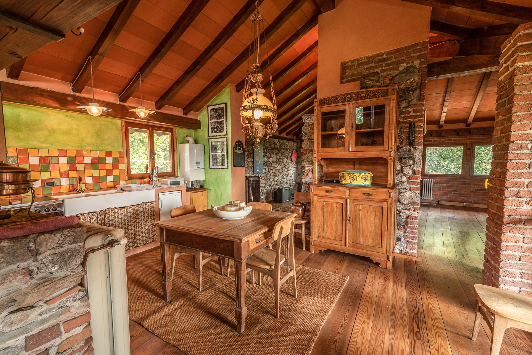 Trait house of land for sale in Paruzzaro- large kitchen