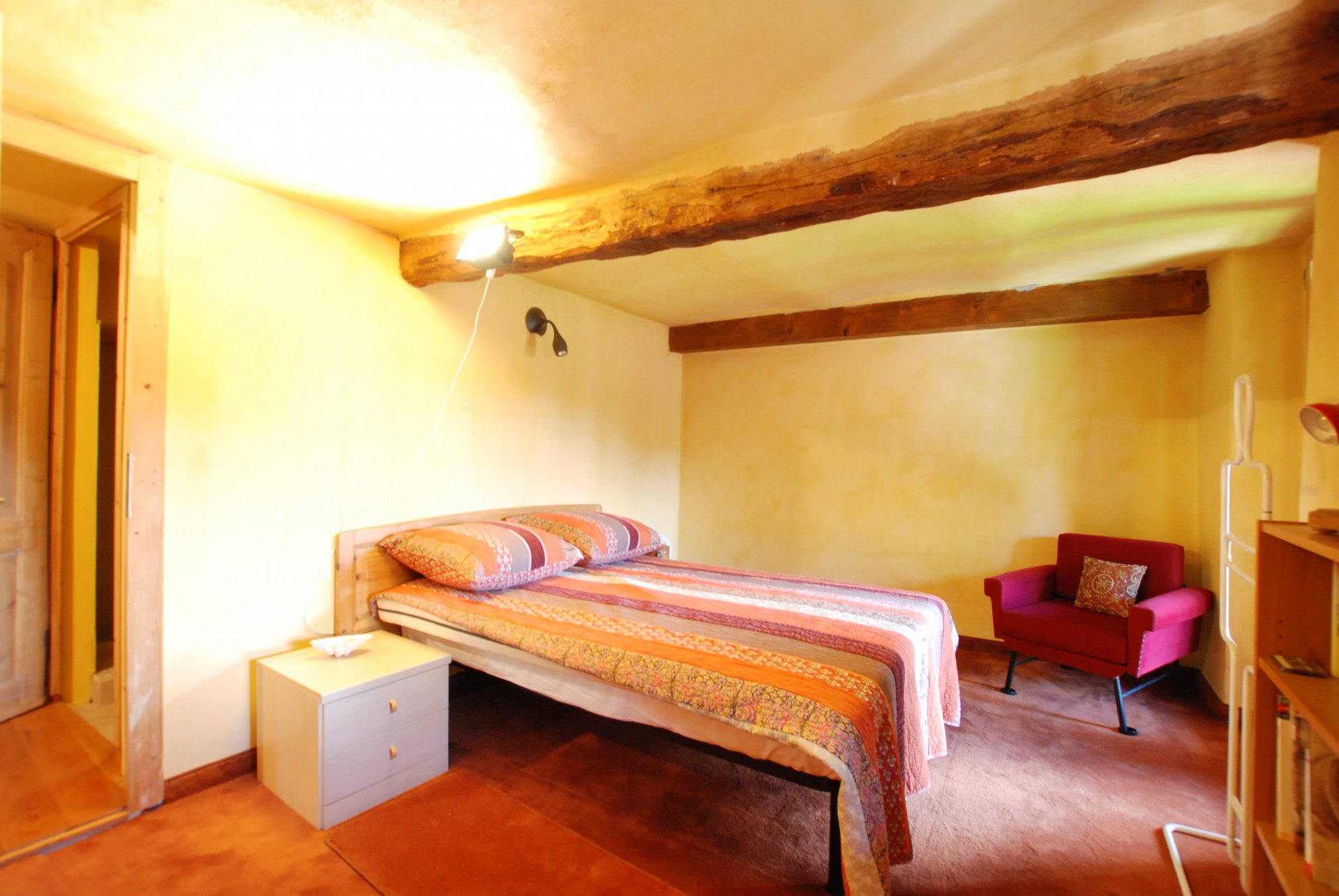 Trait house of land for sale in Paruzzaro- bedroom with beam