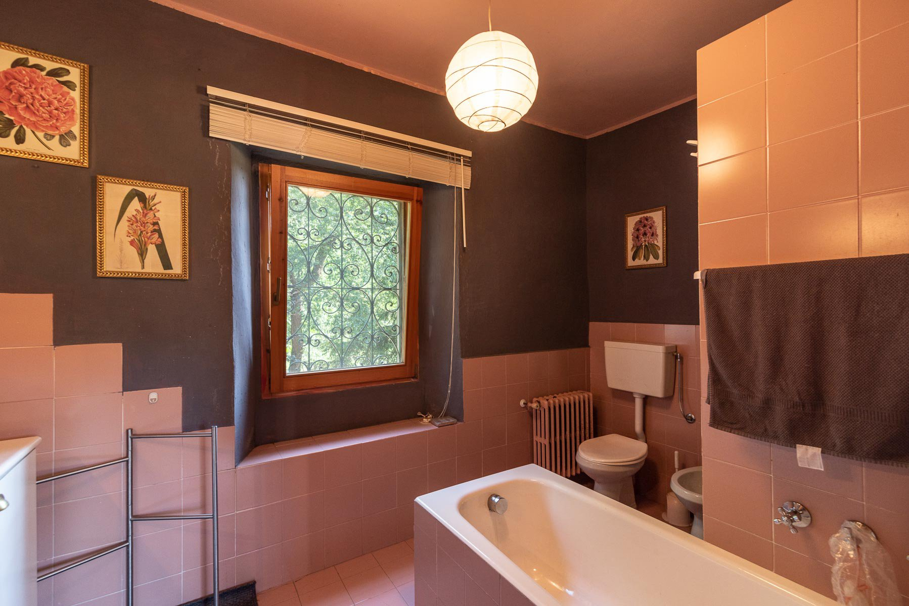 Trait house of land for sale in Paruzzaro- bathroom with tub