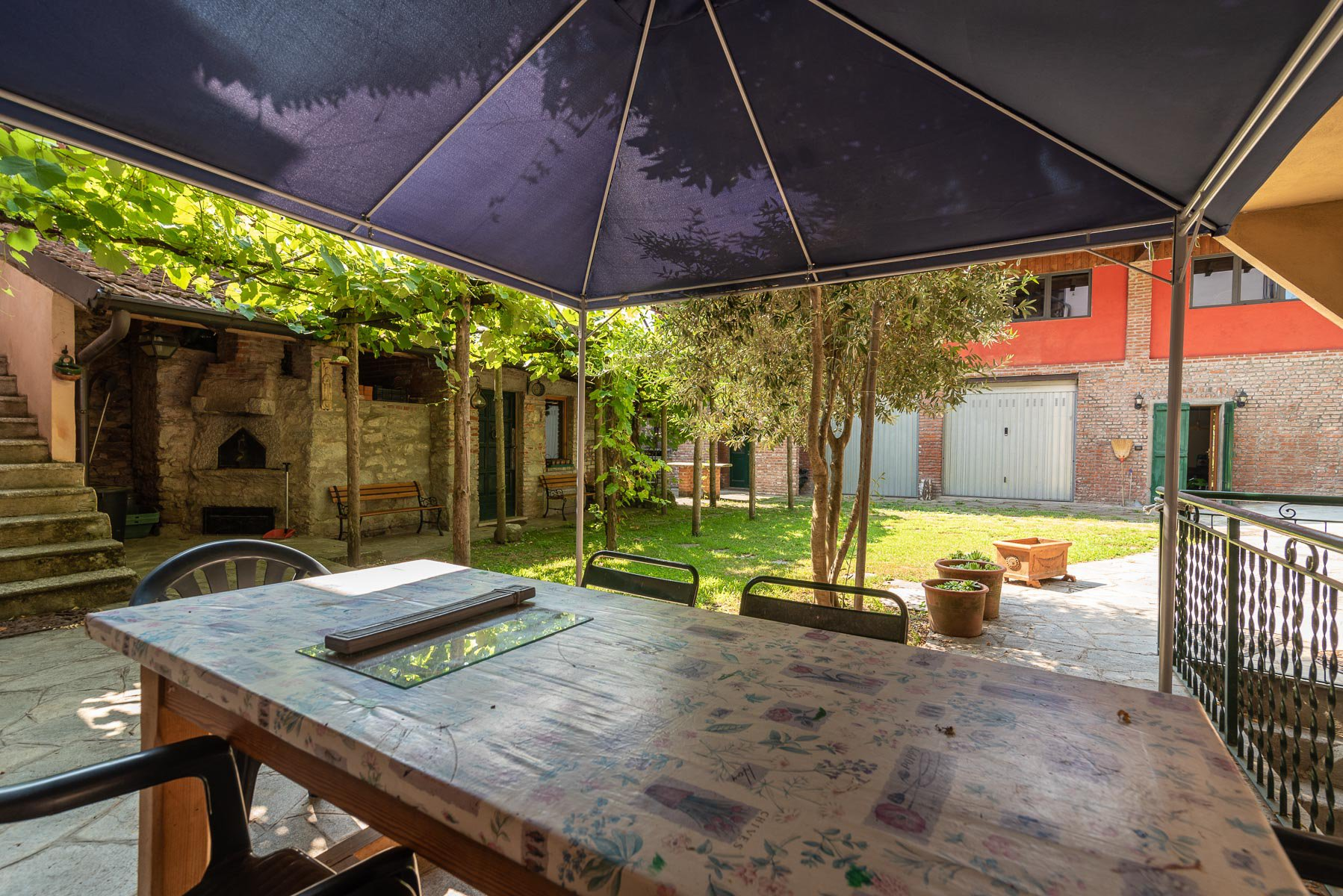 Trait house of land for sale in Paruzzaro- external long table