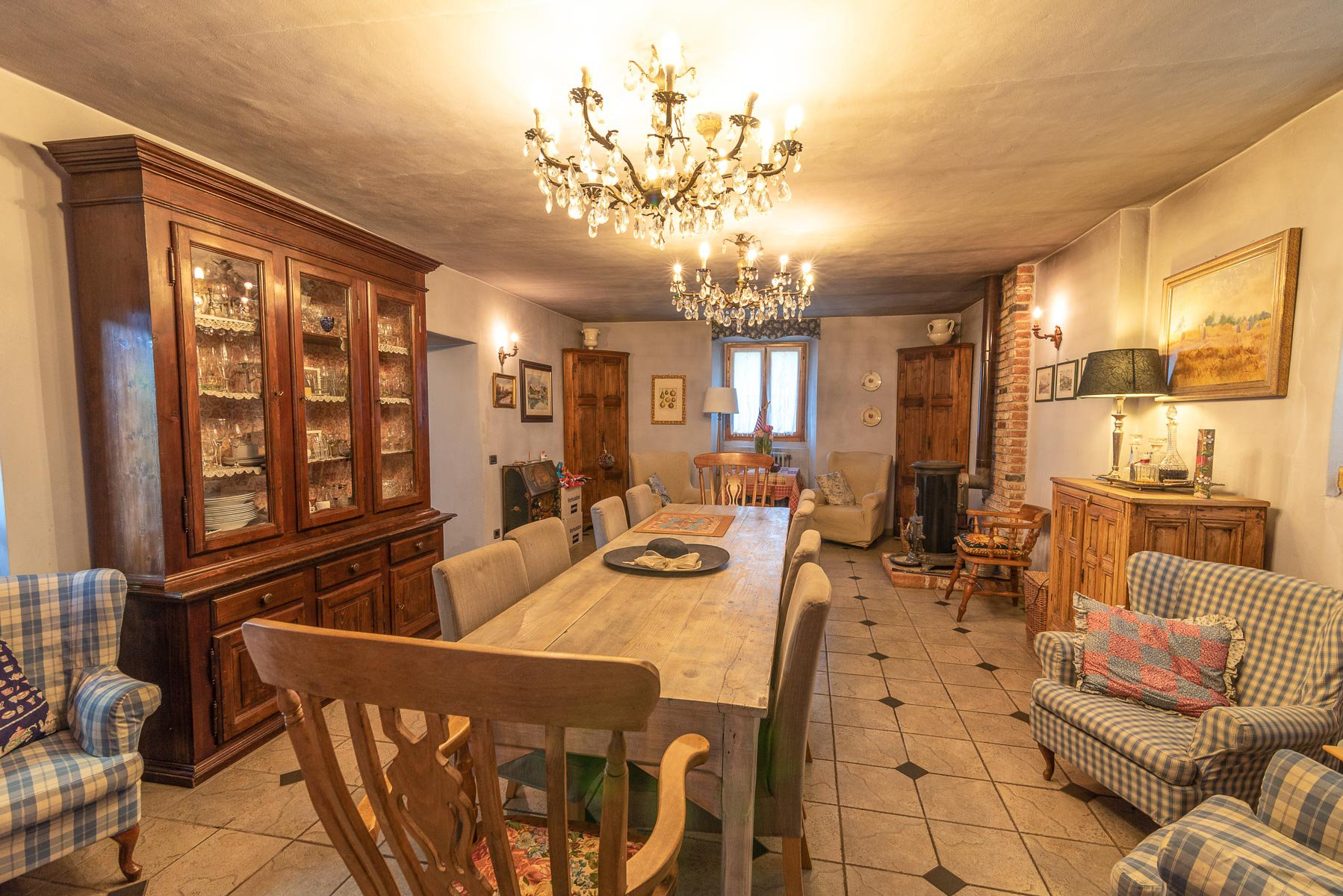 Trait house of land for sale in Paruzzaro- dining room