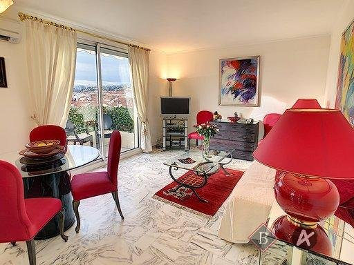 For sale 2 rooms apartment Cannes Croisette on an upper floor