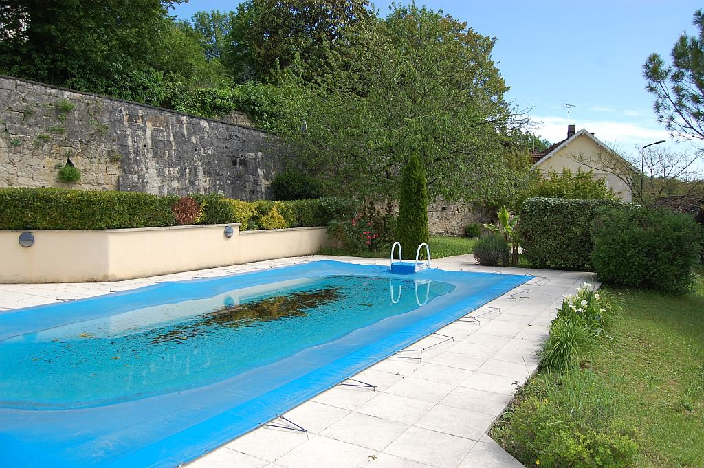 DORDOGNE - In village, nice house with apartment and pool