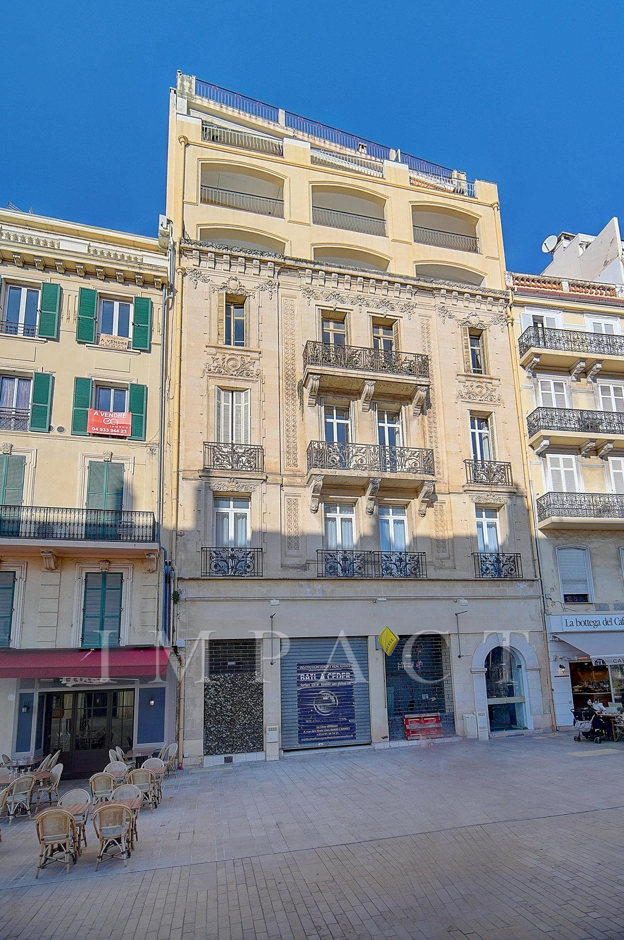2-bedroom apartment to rent in front of the Palais des Festivals Cannes .