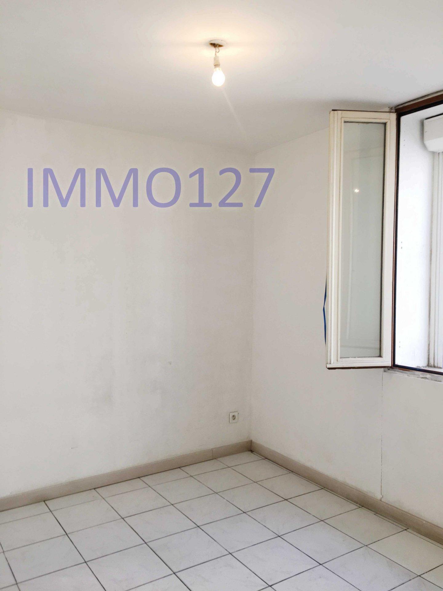 SOUS COMPROMIS Vente bel appartement de type 3 de 48m2 au calme traversant quartier Camas 13005 Marseille