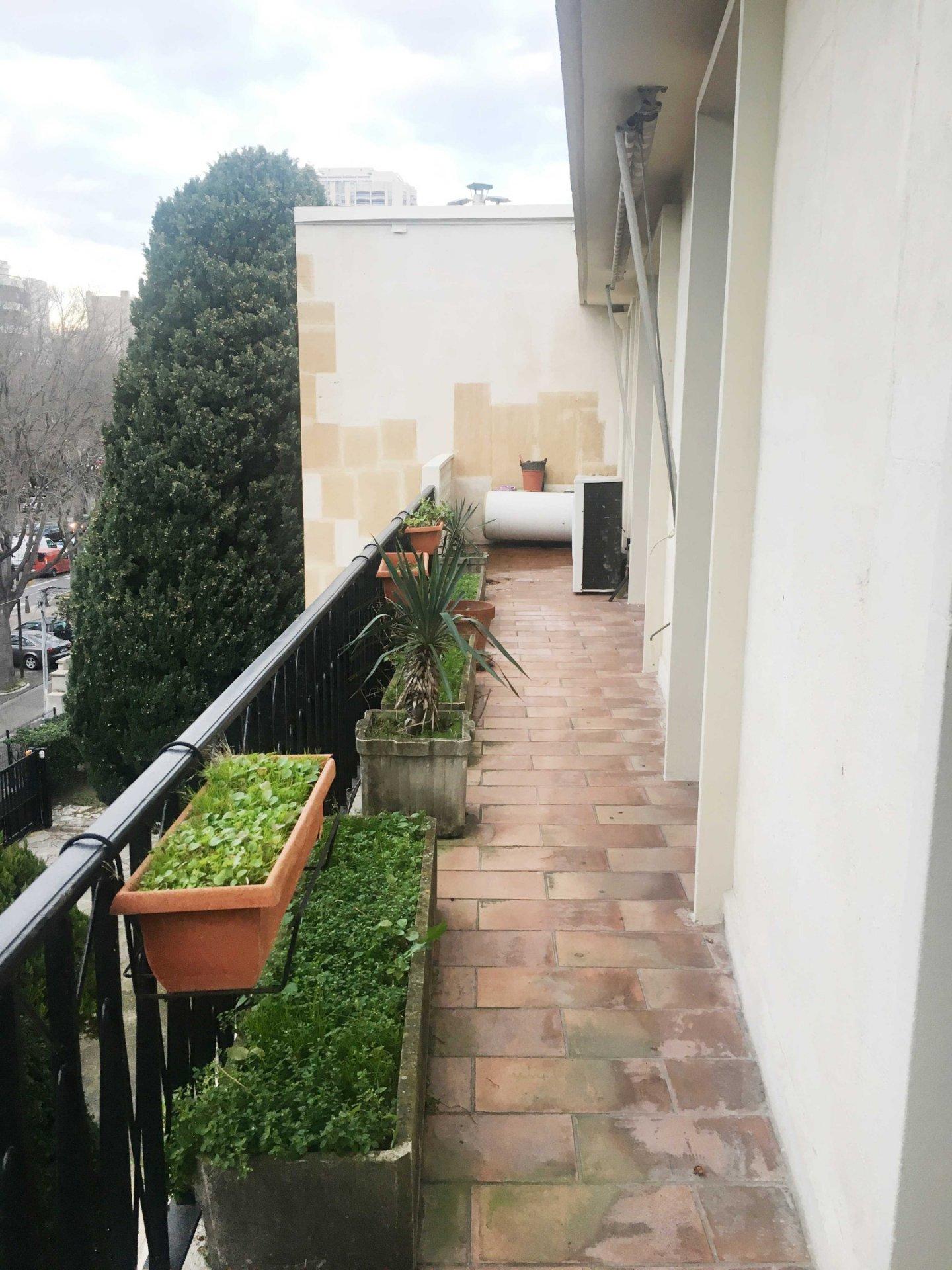A louer Très beau Type 3 de 95m2 au 3ème étage avec ascenseur quartier Prado 2, 13008 Marseille