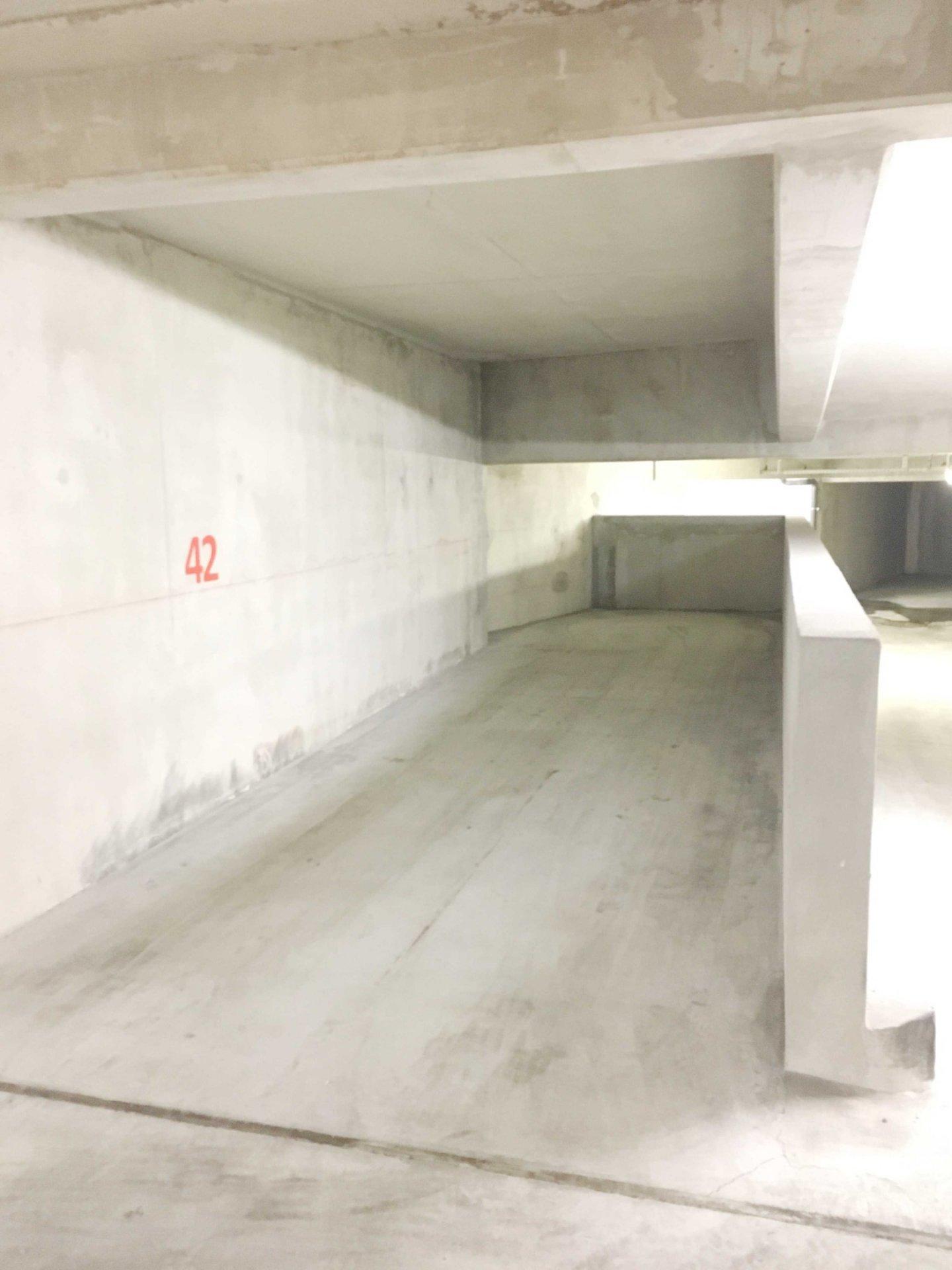 A Louer 1 place de parking simple avec espace de rangement en sous sol dans résidence sécurisée quartier SAINT