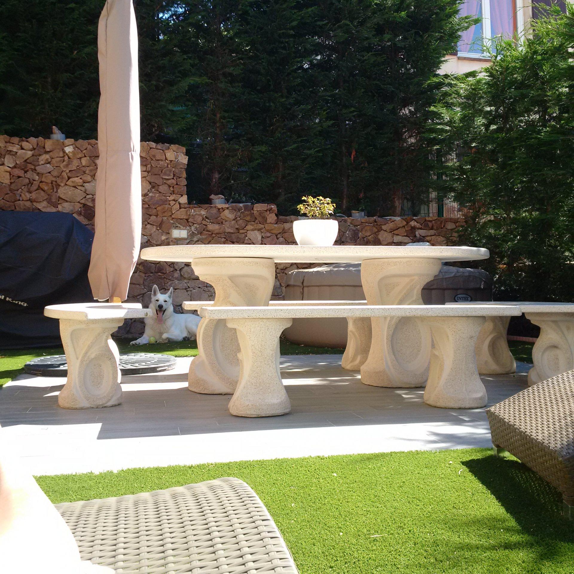 patio pour vous détendre et prendre un verre tranquillement !