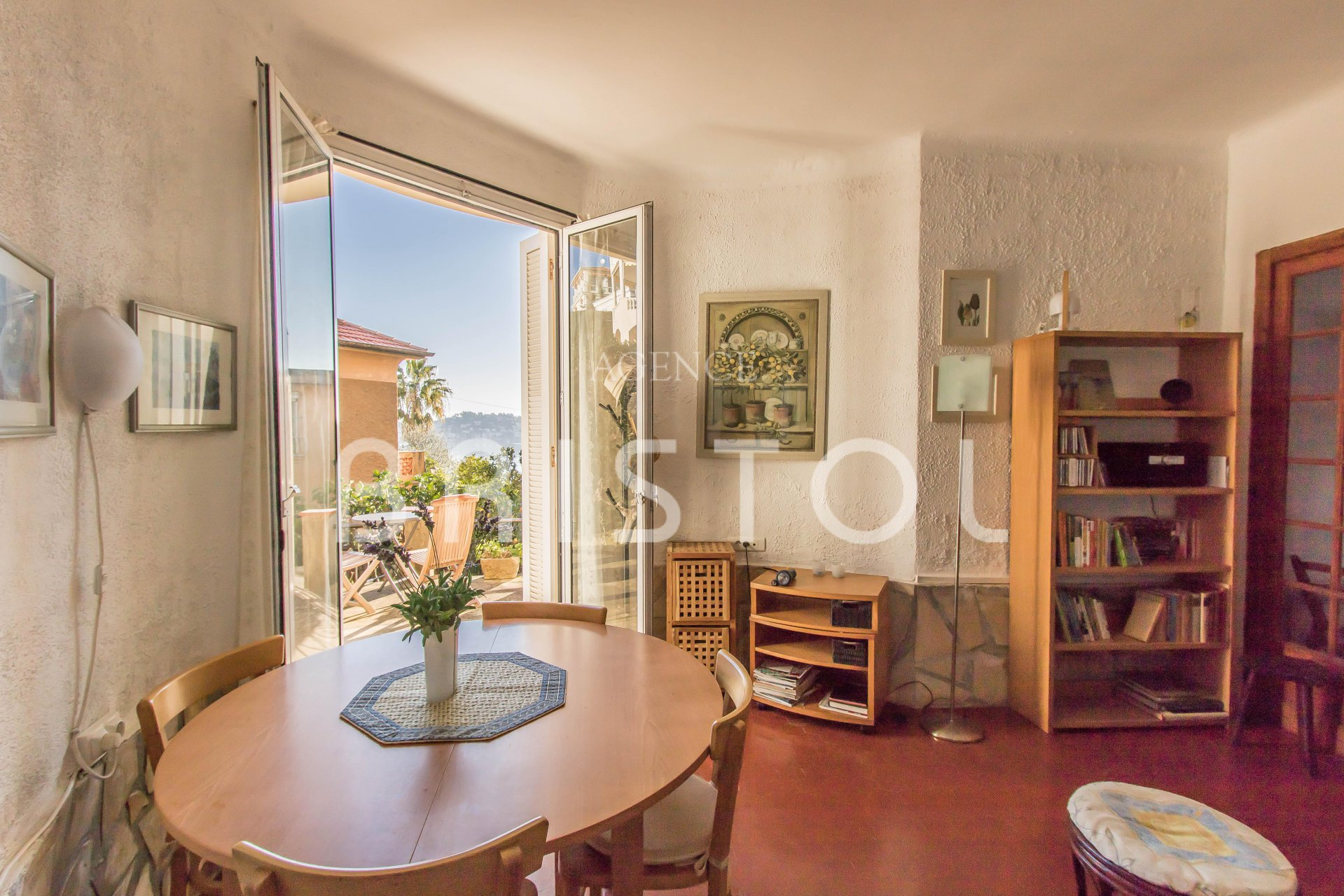 Charming 1 bedroom apartment with private garden close to La Darse Harbour