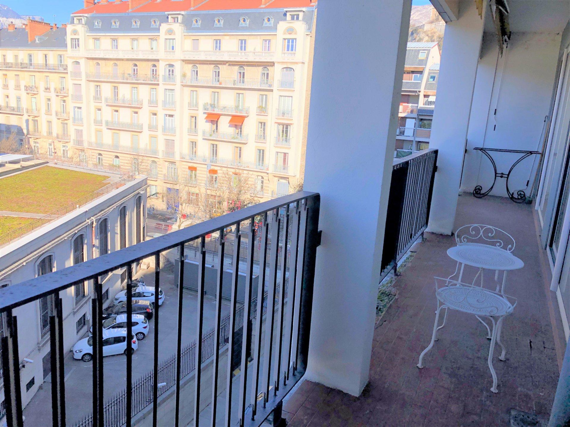 Balcon de 12.77 m²