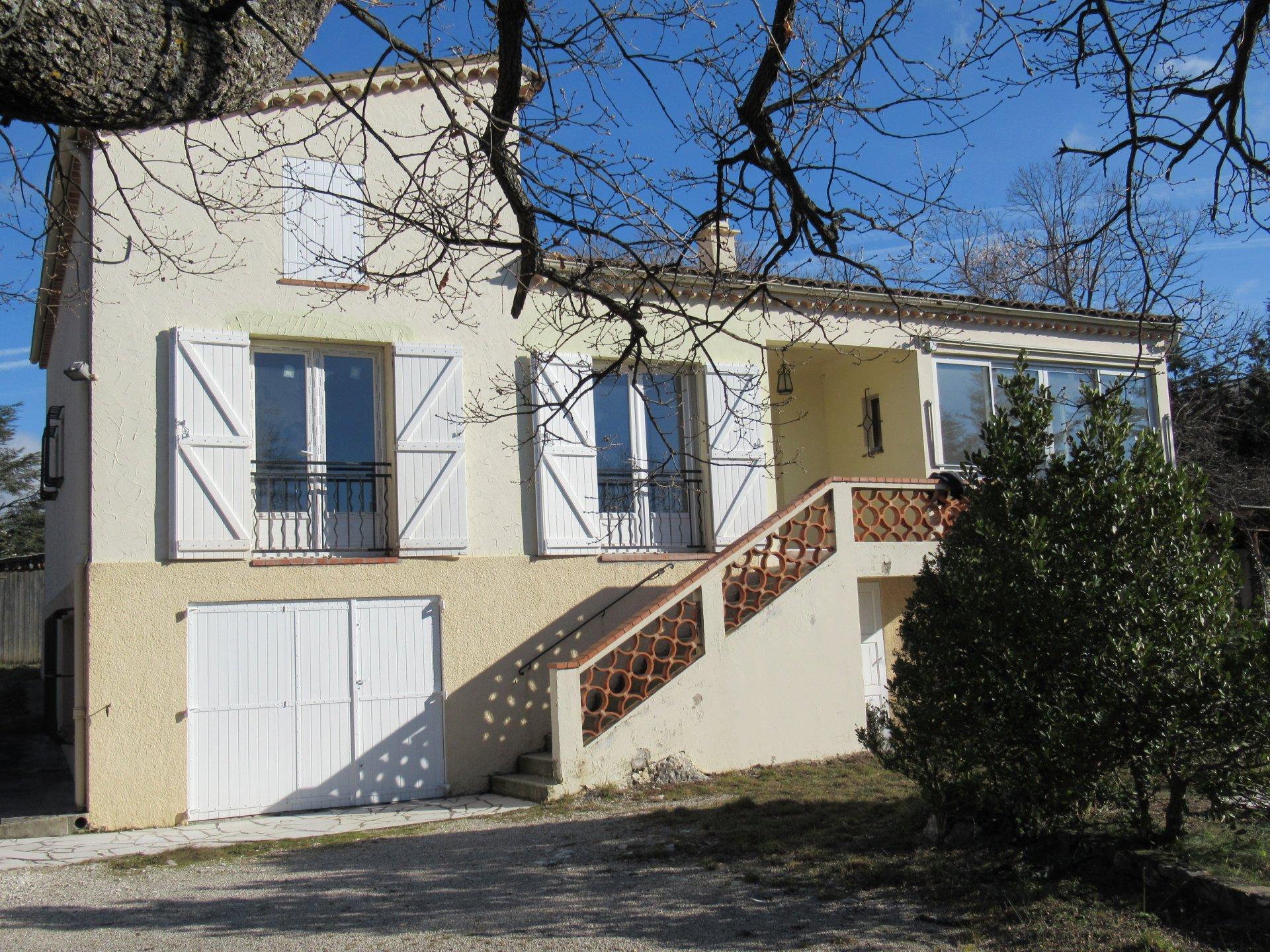 Renovierte Villa mit 6 Zimmern und großem Keller