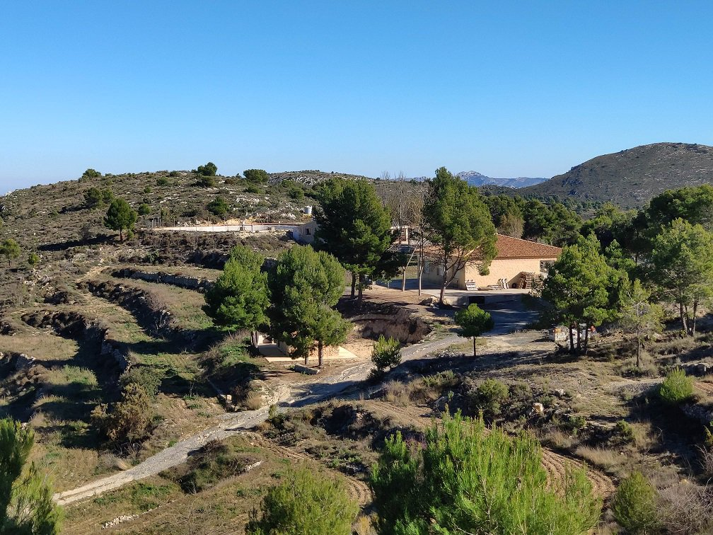 Agricultural farm with 3 houses in  Sierra de Aitana.
