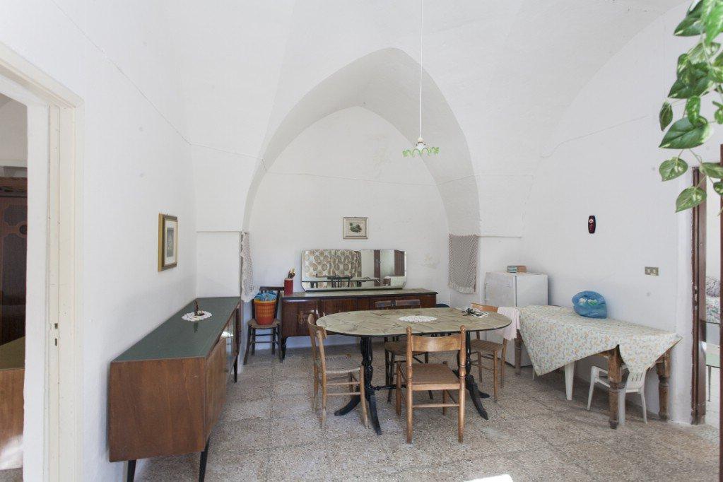 Casa di campagna in vendita a Oria con terreno pertinenziale